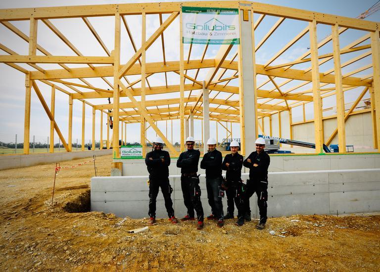 Errichtung Holzhalle Mannschaft
