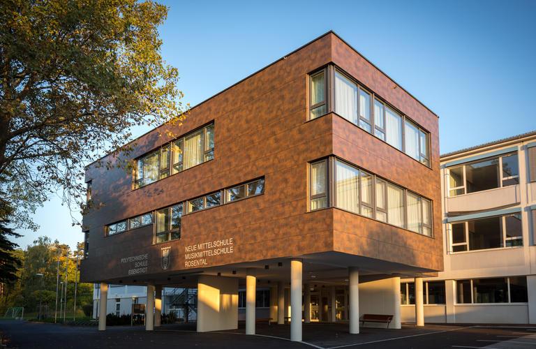 FunderMax Fassade Schule Rosental